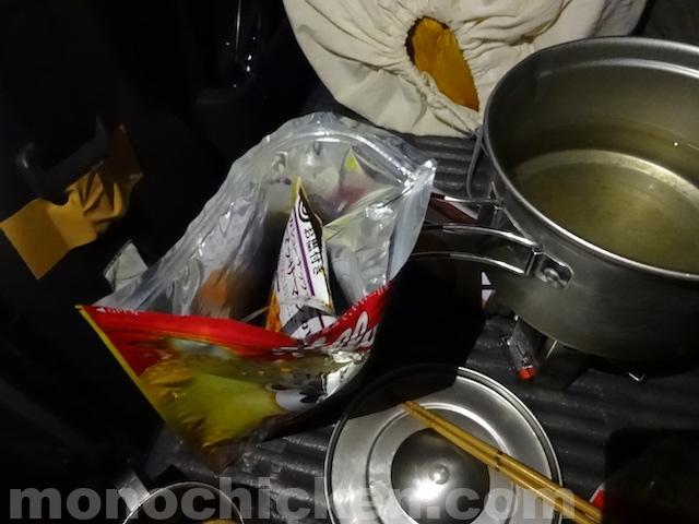 紙カレー/登山・車中泊などでクッカー掃除の負担が激減するカレーの食べ方 画像14枚ほど 下水設備の整っていないキャンプ場でも役立ちます 画像